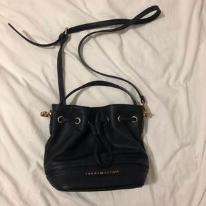 💕Tommy Hilfiger bucket bag